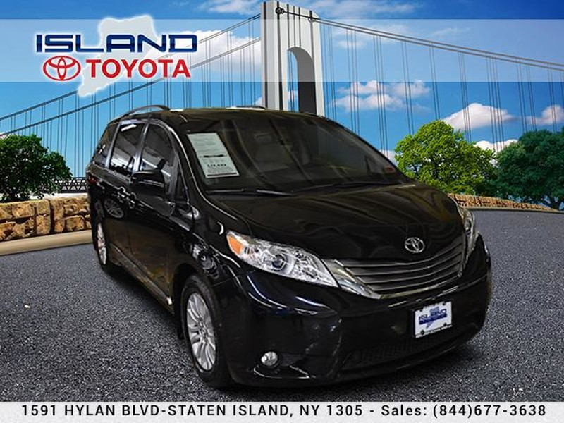 Pre-Owned 2017 Toyota Sienna XLE FWD 8-Passenger LIFETIME WARRANTY